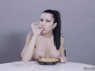 Porn Stars Eating: Cassandra Cain Digs Into Apple Pie