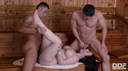 Must-see sauna threesome with busty British cock-addict Harmony Reigns