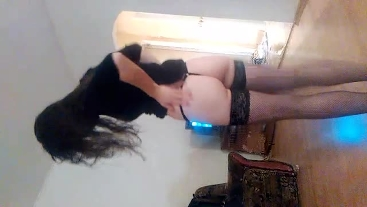 Sexy hotwife allow her husband to have rare quick fuck