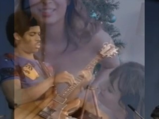 Black man (BBC) turning his guitar into a 2 BLONDES Doing Blow and boobjob