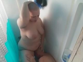 Bald gil Fucking his bald head