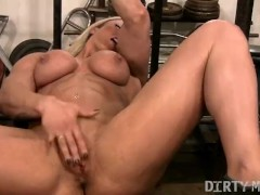 Blonde Naked Muscle Porn Star Masturbates Her Big Clit