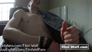 CUTE STRAIGHT BOY FILMED CUMMING (onlyfans.com/Flint-Wolf)