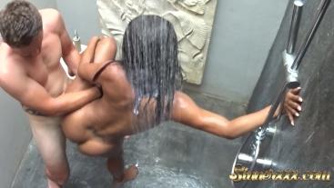 HIDDEN CAM - Bangin Tinder Date in Shower on Vacation - Kiki Minaj