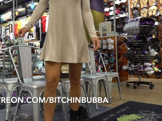 Sizzling Sexy teen Upskirt within the Mall No Panties