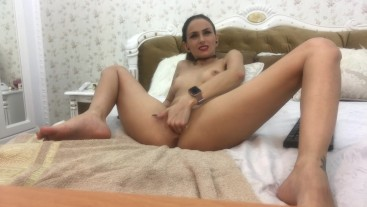 crazy guy make Amyjolie to fist her pussy and have a explosive squirt