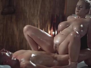 Sexy mamička s veľkými prirodzenými prsiami