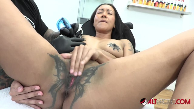 Erotic electro stimulator Sindy ink horny tattoo session