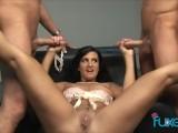 Ava Ramone gives manojob