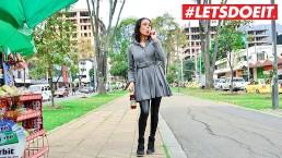 LETSDOEIT - Kleine Latina-tiener gepikt op de markt