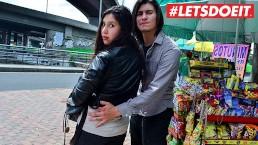 LETSDOEIT - Jonge Colombiaanse koppel eerste sex op camera