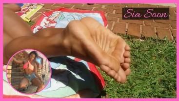 Ebony MILF foot worshiping by pool