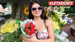 LETSDOEIT - Gelukkige Latina wordt geneukt door 2 hete vreemdelingen