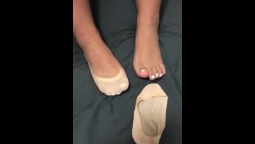 Latina feet play in ped socks
