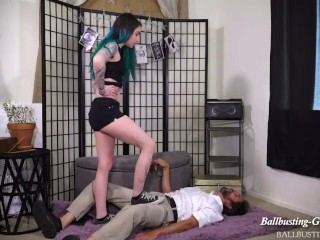 super sexy luder in ball-kicks-busting 15