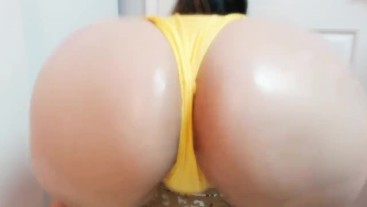 Juicy Oily Ass Shaking And Clapping In SwimSuit