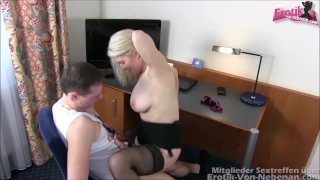 Mutter erwischt Sohn - german step mom caught son and helps him with sex