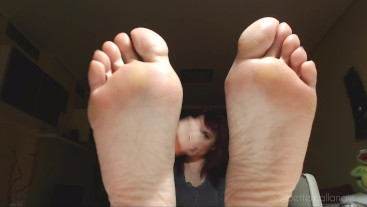 A feet joi game for an idiot, wank your dick following my feet instructions
