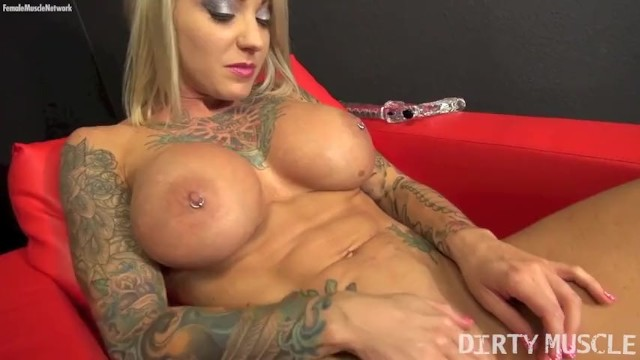 Woman porn stars Sexy blonde muscle porn star with big tits