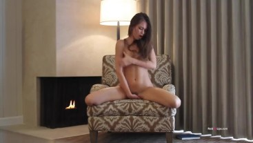 Riley Reid ends up putting fingers in her pussy when trying to read a book