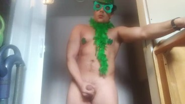 Cumming on St. Patrick's day with HawtCock