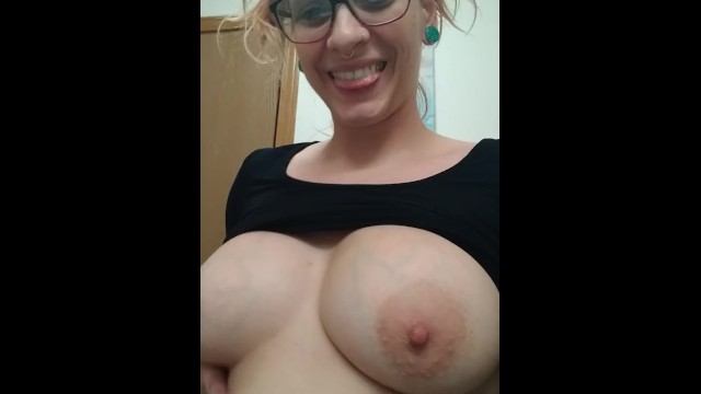 Jenna Divinci- Pregnant MILF Shows off Sexy Body
