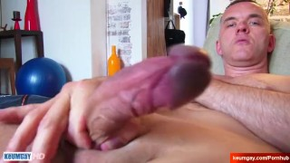 Str8 dad serviced by a guy in a porn ! Rimming straight