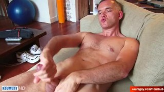 Str8 dad serviced by a guy in a porn ! Couple throat