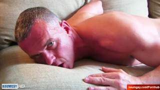 Str8 dad serviced by a guy in a porn ! Big cock