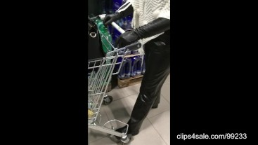 Shopping in long leather gloves