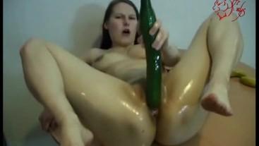 Die Gurken sind zum Ficken da - cucumbers fuck with Nadine Cays