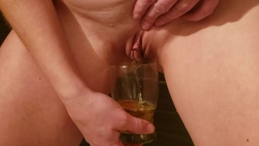 Mylie Blonde pee on a glass and pour it on her