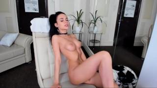 Сексуальная Camgirl мастурбирует с игрушками :)