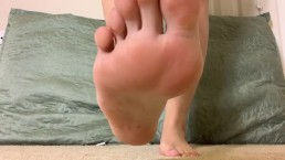 Giantess makes slave please her