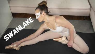 Ballerina xMimily stretches with assistance of her vibrator