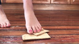 Graham Cracker Foot Crush very beautiful feet barefoot