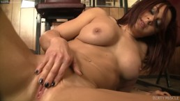 Redhead Teen Naked Female Bodybuilder Masturbates Her Big Clit in the Gym