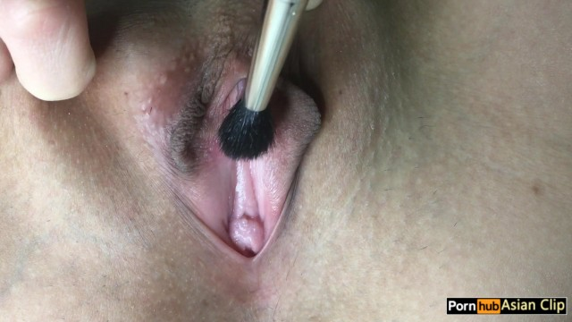 Asian clip - Close up pussy brush