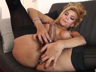 Gorgeous blonde tranny cums quick solo