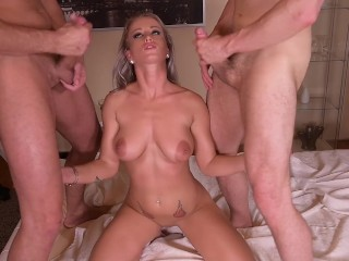 Insatiable pierced anal lover Licky Lex double penetrated until she screams