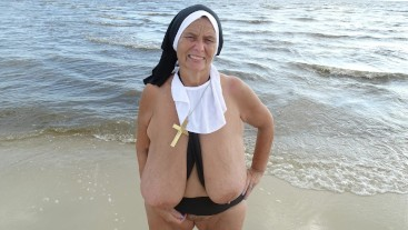 Beach Sister Sarah Tugboat (includes 61 photo musical slide show)