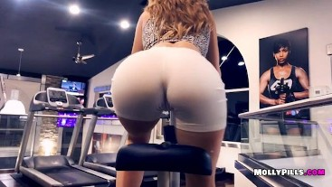 Gym Distractions - POV Public Blowjob - Molly Pills Amateur Goddess