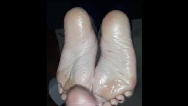Milking cum on my toes
