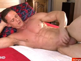 Real gym trainer serviced his ass in a gay porn by 2 guys in spite of him !