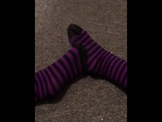 Curling Toes While Secretly Masturbating in Tights