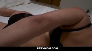 PervMom - Busty Matrigna Succhia Il Suo Figliastro Secco