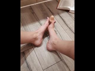Feet job with oil dildo