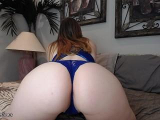 Twerking camgirl showing off her big booty
