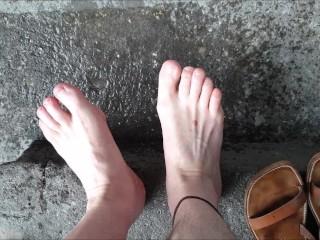 De court à plus court : mec se coupe les ongles des pieds (pour adeptes !)