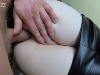 два раза крнчил в ее красивый зад- любительский анальный кремпай